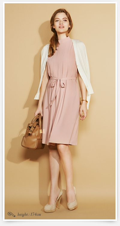 http://im.uniqlo.com/images/jp/pc/img/feature/uq/onepiecedress/women/160726-w-onepiece-look-book-large-01.png