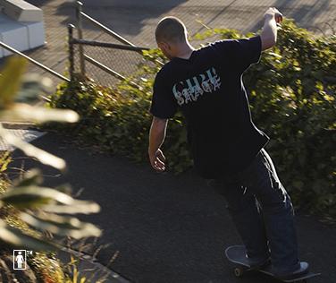 https://im.uniqlo.com/images/jp/pc/img/feature/uq/ut/girlskateboards/190422-19SS_UT_GirlSkateboard_slide_02.jpg